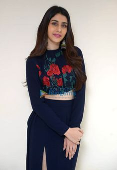 Bollywood Actress Hot, Shraddha Kapoor, Black Wallpaper, Zara, Bright, Actresses, Woman, Beauty, Style