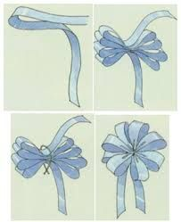 Best 11 DIY: How to tie bows – How to make a graduated loopy bow – How to make a loopy bow – SkillOfKing. Diy Ribbon, Ribbon Crafts, Ribbon Bows, Ribbons, Bow From Ribbon, Gift Wrapping Bows, Gift Bows, Christmas Tree Bows, Christmas Crafts
