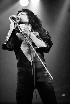Website dedicated to one of the greatest and most influential artists of all time – Freddie Mercury Queen Photos, Queen Pictures, John Deacon, Brian May, Mr Fahrenheit, Roger Taylor, Somebody To Love, Queen Freddie Mercury, Joan Jett
