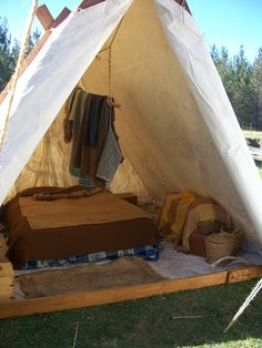 Would you like to go camping? If you would, you may be interested in turning your next camping adventure into a camping vacation. Camping vacations are fun Viking Tent, Viking Camp, Camping Glamping, Outdoor Camping, Camping Tips, Camping Chairs, Camping Essentials, Camping Stuff, Camping Outdoors