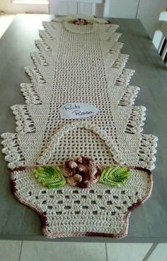 Resultado de imagem para tapete infruct croche salvabrani bena crochet crochet doilies e crochet table runner – Artofit Crochet Mat, Crochet Amigurumi, Crochet Doily Patterns, Crochet Squares, Crochet Home, Crochet Crafts, Crochet Flowers, Crochet Projects, Crochet Doilies