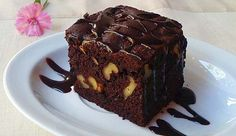 Receta: brownie de chocolate con nueces: http://www.cosmopolitantv.es/noticias/9740/receta-brownie-de-chocolate-con-nueces