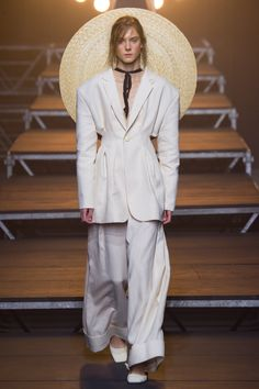 See all the Collection photos from Jacquemus Spring/Summer 2017 Ready-To-Wear now on British Vogue All Fashion, White Fashion, Fashion Week, Fashion 2017, Runway Fashion, Fashion Show, Fashion Design, Fashion Rings, Jacquemus