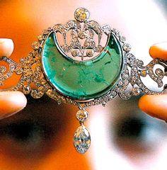 Kapurthala Bandeau Tiara, India (early 20th c, emeralds, diamonds). Tiara of the Maharani of Kapurthala.