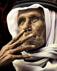 Coin merchant in Dubai.....Photo by Michiel de Lange  Pinned from PinTo for iPad 