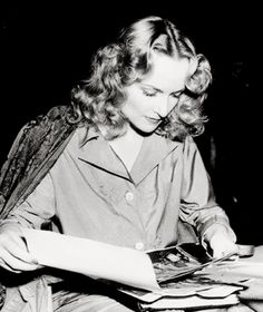 the blonde at the film — ragsmartinjones: Carole Lombard on the set of. Old Hollywood Stars, Hollywood Actor, Golden Age Of Hollywood, Vintage Hollywood, Hollywood Actresses, Classic Hollywood, Actors & Actresses, Hollywood Icons, Hollywood Glamour