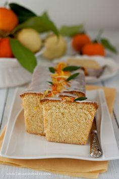 """Profumo inebriante ed avvolgente, morbidezza e """"scioglievolezza""""! Caratteristiche fondamentali che rendono questo cake agli agrumi con glassa all'arancia incredibilmente buono e che io, caldamente, vi incito a provare! Cake agli agrumi  Ingredienti 100 g di farina 00 100 g di farina di mandorle 50 g di fecola di patate …"""
