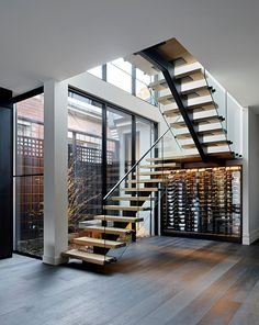 Most people dream of a big house with two or more floors. SelengkapnyaTop 10 Unique Modern Staircase Design Ideas for Your Dream House Railing Design, Stair Railing, Banisters, Floating Staircase, Staircase Ideas, Modern Stairs, Staircase Design Modern, Street House, House Stairs