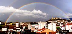 """El Arco Iris """"Arco da Vella"""" envuelve el Castillo de San Vicente en Monforte de Lemos"""