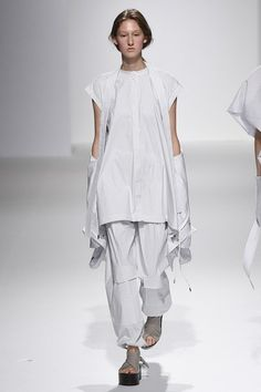 Chalayan Spring 2017 Ready-to-Wear Fashion Show Collection