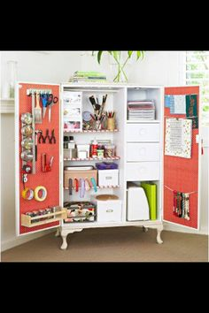 Para guardar cosas útiles, herramientas, pinturas, cartulinas, etc