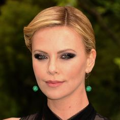 With her smoldering metallic eye shadow and sexy, rolled updo, all eyes were on Charlize Theron at the Snow White and the Huntsman premiere.