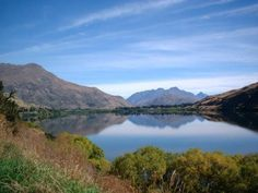 Lake Hayes - a mirror lake - between Queenstown and Arrowtown