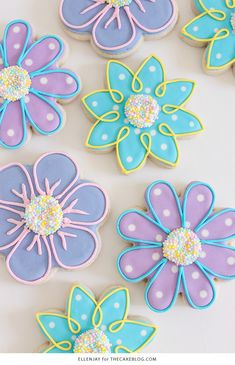 How to make Flower Sugar Cookies decorated with royal icing and nonpareil sprinkle centers! A pretty pastel dessert for spring and Easter. Mother's Day Cookies, Summer Cookies, Easter Cookies, Birthday Cookies, Baby Cookies, Heart Cookies, Valentine Cookies, Christmas Cookies, Mothers Cookies