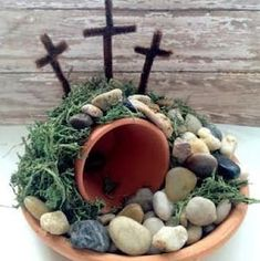 Easter Empty Tomb Centerpiece - easy and frugal diy craft for the family images sunday school Easy Easter Craft for Kids - Empty Tomb Easter Projects, Easter Crafts For Kids, Easter Ideas, Bunny Crafts, Diy Décoration, Diy Crafts, Easy Diy, Easter Garden, Diy Ostern