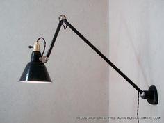 Applique industrielle Mazda | Lampe applique murale d'atelier Mazda sur patère vers 1935.  Bon état, 100% d'origine dont s...