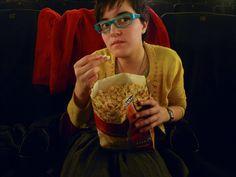 Por que você também deve ir ao cinema (e a outros programas) sozinho