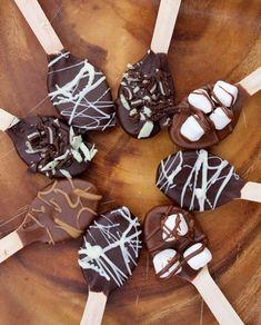 Hot Chocolate Spoons for hot cocoa bar instead of traditional dessert Christmas Treats, Christmas Baking, Holiday Treats, Diy Christmas Edible Gifts, Diy Holiday Gifts, Christmas Goodies, Handmade Christmas, Chocolate Spoons, Hot Chocolate Bars