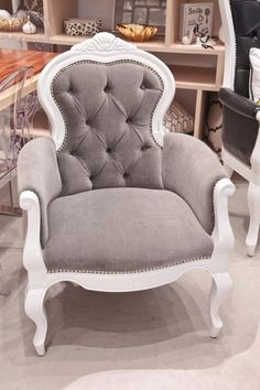 I've always wanted a chair like this, a sweet little girls' room seems like the perfect opportunity :)