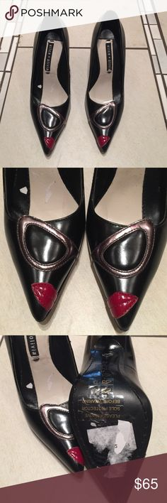 """NWOT Alice + Olivia heels NWOT Alice + Olivia black heels with sunglasses and lips. Few scuffs from being stored and moved around. Please be aware of this brands sizing as I have no way of telling if they'll fit you❗ I will not respond to """"will they fit a size__"""" ❗I do not trade❗ Alice + Olivia Shoes Heels"""