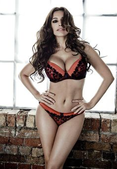 "Kelly Brook: ""New Look"" Lingerie Photoshoot 3 Kelly Brook Lingerie, Kelly Brook Hot, Hot Girls, Bb Beauty, Beauty Women, Hot Lingerie, Lingerie Collection, Beautiful Lingerie, Malta"