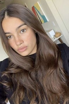 Learn how to keep your skin lively, fresh, and dewy with our caffeinated Brunette Hair Color With Highlights, Hair Color For Brown Skin, Brown Hair Looks, Dark Blonde Hair Color, Brown Hair Shades, Cool Blonde Hair, Brown Blonde Hair, Hair Color And Cut, Light Brown Hair