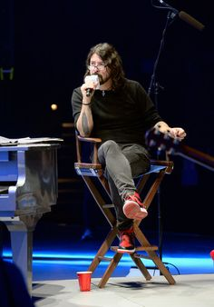 Dave Grohl Photos Photos - Dave Grohl hosts SiriusXM's Town Hall with Lionel Richie at The AXIS at Planet Hollywood Resort & Casino on May 5, 2016 in Las Vegas, Nevada. - Lionel Richie Performs During SiriusXM's Town Hall Series