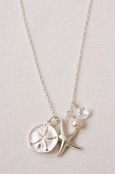 So delicate & simple, and I love the ocean. (Stella & Dot - Starfish Necklace)