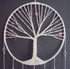 Attrape-rêves rose, arbre de vie, pink dreamcatcher, bijou d'intérieur, plumes, perles et ficelle : Décorations murales par la-fee-et-ses-secrets