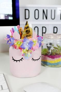 Make DIY unicorn pen holders from empty Nutella jars yourself – Cool DIY … - Diy And Craft Recycling For Kids, Diy For Kids, Crafts For Kids, Jar Crafts, Bottle Crafts, Diy And Crafts, Diy Nutella, Unicorn Cups, Diy Xmas Gifts