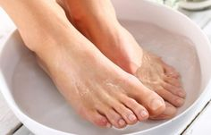Need a skin treatment to cure dry and cracked heels or soften feet? For a cure for dry heels and to get rid of cracked heels fast, use this simple spa treatment. Dry Heels, How To Soften Hands, Cracked Heel Remedies, Dry Cracked Feet, Foot Remedies, Health Remedies, Natural Remedies, Dry Skin On Face, Fibromyalgia