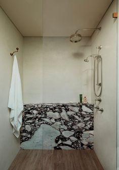 Bad Inspiration, Shower Inspiration, Interior Inspiration, Guest Bathrooms, Modern Bathroom, Bathroom Marble, Bathroom Inspo, Bathroom Ideas, Bathroom Interior Design