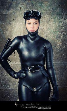 Scuba Wetsuit, Leather Bodysuit, Rubber Catsuit, Swimming Diving, Scuba Diving, Rubber Dress, Latex Costumes, Scuba Girl, Womens Wetsuit