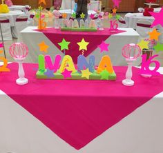 La fiesta de colores neon, amuchos adolescentes les gusta una fiesta multicolor, con luces neon y objetos que brillan en la oscuridad como...