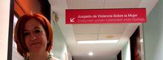 """La magistrada del Juzgado de Violencia sobre la Mujer de Pamplona repasa las estadísticas de Navarra, los más de 1.000 casos de violencia machista que se registran al año y el sorprendente número de renuncias: se retiran el 30,23%.""""Aquí, con un parte médico, abrimos diligencias previas e investigamos qué ha pasado. Aunque, estadísticamente, nos perjudique"""", detalla."""