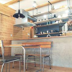 moniさんの、BESSの家,吊り棚,ダイニング,journal standard Furniture,モルタル,黒板塗装,アンティーク,キッチン,のお部屋写真