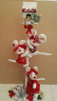 Garu creaciones Disney Christmas Ornaments, Christmas Party Decorations, Christmas 2017, Christmas Crafts, Holiday Decor, Year Of The Rat, Bottle Art, Projects To Try, Wallpaper