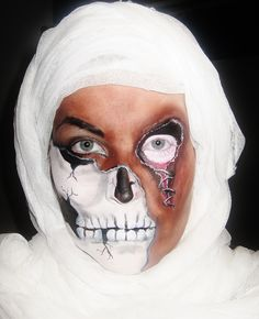 All facepaint mummy half skull and stitched eye makeup! Creepy Halloween idea :) www.facebook.com/catcheyemarvels Mummy Makeup, Fx Makeup, Skull Makeup, Skeleton Halloween Costume, Creepy Halloween, Halloween Make Up, Halloween Crafts, Halloween Ideas, Face Painting Designs