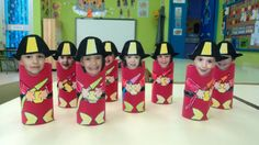 PEQUEÑOS BOMBEROS CON ROLLOS DE PAPEL HIGIÉNICO Fire Safety Crafts, Fire Safety Week, Fireman Crafts, Fireman Party, Fire Prevention Month, Community Helpers Kindergarten, Transportation Crafts, People Who Help Us, Community Workers