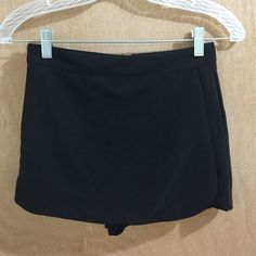 ✨Super cute Black forever 21 skort✨ Gently worn. In immaculate condition. Forever 21 size XS black skort. Back has zipper closure with hook & eye clasp. Super fun, cute and comfy! Measurements: length 11 in. Inseam 2.5 in. Forever 21 Shorts Skorts