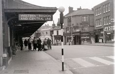 Ealing Broadway station, Western Region (British Railways) & Central Line (London Underground) November 1957 Vintage London, Old London, West London, London City, London History, Local History, London Clubs, London Underground, London Photos