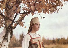 An embroidered headdress of an unmarried woman, Arkhangelsk province, end of the 19c/ Поэзия народного костюма. Иллюстрации Александра Божко