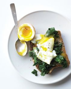 Soft-boiled egg goes well with steamed spinach on toast, steamed asparagus, or sliced ham on a toasted English muffin. Egg Recipes, Brunch Recipes, Breakfast Recipes, Cooking Recipes, Healthy Recipes, Breakfast Ideas, Free Recipes, Cooking Tips, Soft Boiled Eggs