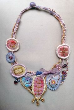 Фото Even though title of jewellery is called bijouterie today, persons generally think of jewellery Fiber Art Jewelry, Paper Jewelry, Textile Jewelry, Fabric Jewelry, Jewelry Crafts, Jewelry Art, Beaded Jewelry, Jewelry Design, Fabric Necklace
