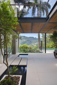 A Relaxing Pool House in Rio de Janeiro, Brazil Villa Design, Modern House Design, Design Exterior, Home Interior Design, Interior And Exterior, Interior Garden, Interior Modern, Modern Luxury, Tropical Architecture