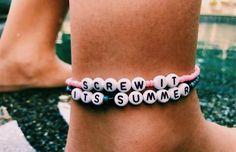 VSCO - looks-good-on-you - Images Summer Bracelets, Cute Bracelets, Beaded Bracelets, Ankle Bracelets, Necklaces, Kandi Bracelets, Festival Bracelets, Friend Bracelets, Bracelet Knots