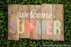 DIY Weathered Summer Pallet Sign /// No-cost project with simple tutorial - a fun stenciled Silhouette project