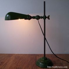 仕事人の為のライティングツール / Vintage Adjustable Desk Lamp  インダストリアルな機能美を堪能できる、英国ヴィンテージ・デスクランプ。  #ヴィンテージランプ,#イギリス,#インダストリアルランプ,