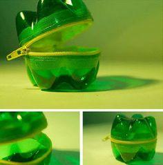 Monedero de botellas de plástico  Materiales necesarios para hacer un monedero de botellas de plástico:  2 Botellas de plástico; 1 cremal...