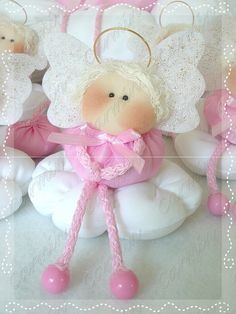 Risultati immagini per patterm de angeles tela Angel Crafts, Christmas Crafts, Christmas Ornaments, Pink Christmas, Christmas Signs, Felt Dolls, Doll Toys, Beaded Angels, Types Of Craft